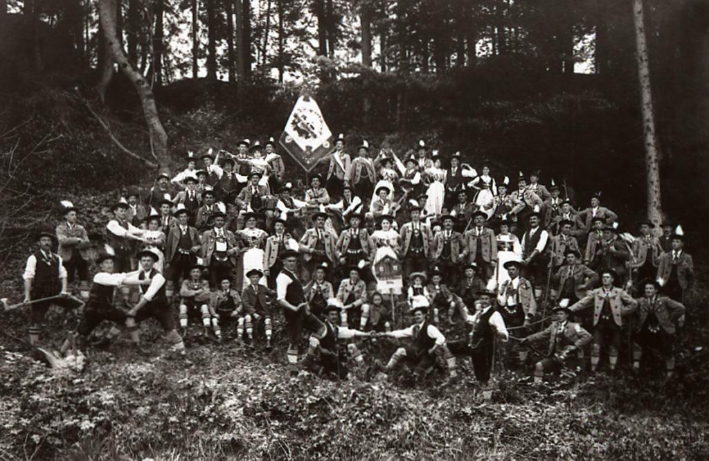 Der Trachtenverein in seinen frühen Anfangsjahren