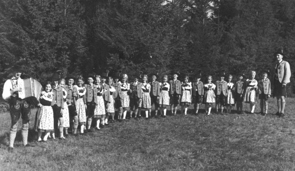 Die Jugendgruppe des Trachtenvereins 1936