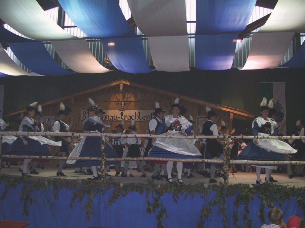 Musik und Tanz beim Lechgautrachtenfest 2003 in Peiting