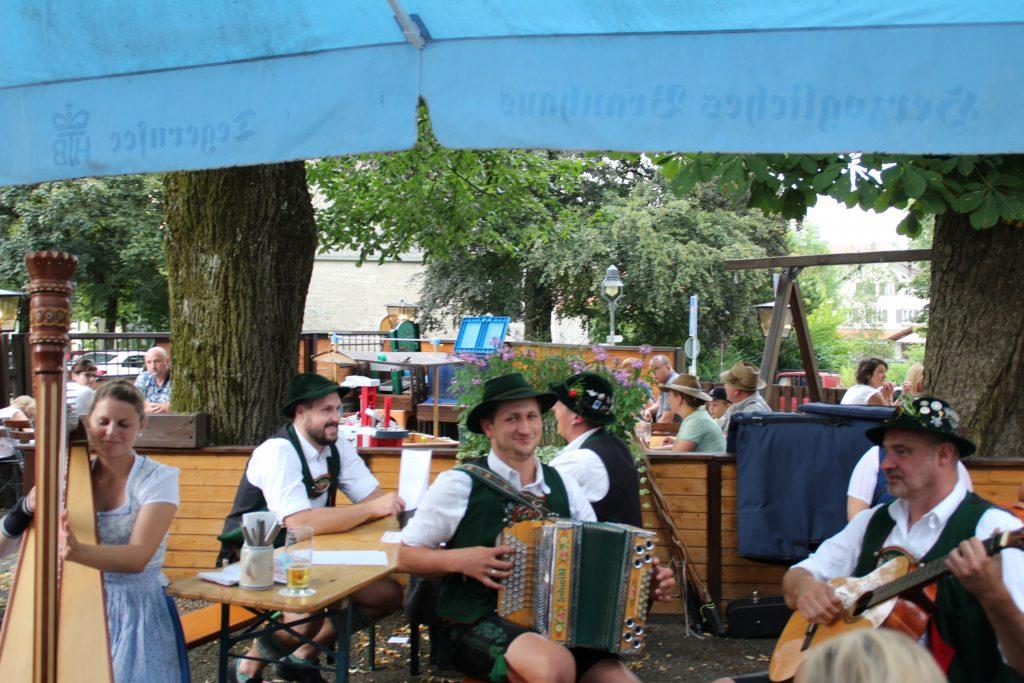 Bayerische Biergartenmusik in Peiting war voller Erfolg